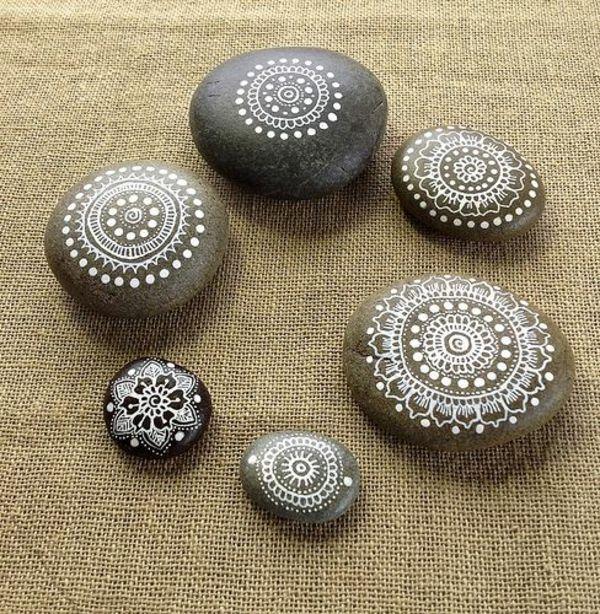 Mandala Vorlagen flusssteine weiß zeichnen