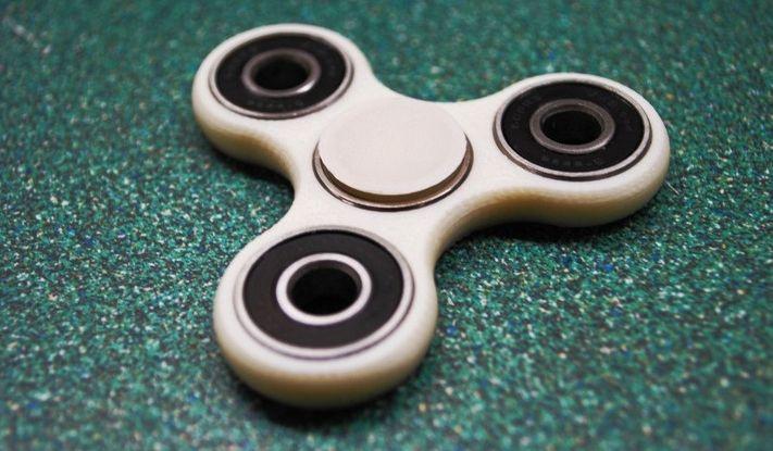Video trik cara bermain fidget spinner freestyle yang keren. https://www.venelova.com/hiburan/video-trik-cara-bermain-fidget-spinner-freestyle-keren.html