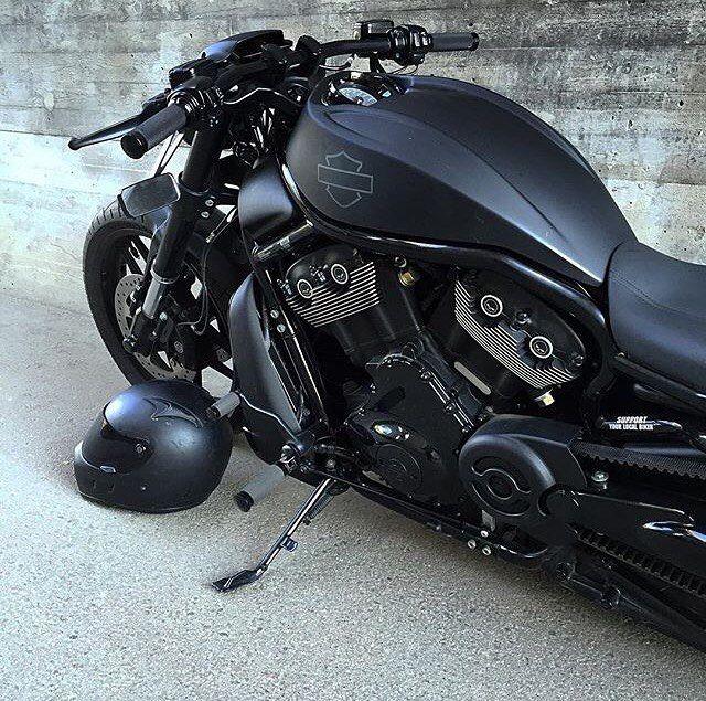 #BlackList Harley Davidson V-Rod Muscle Special Owner: @chrizzbiker…                                                                                                                                                                                 Más