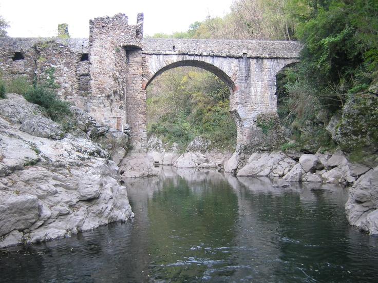 Foix, valley of Ariège, Montoulieu, Pont du Diable (devil's bridge). by Phil'Ours