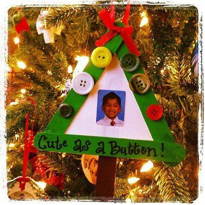 Christmas Craft :: Cute As A Button Ornament  http://www.stockpilingmoms.com/2012/12/christmas-craft-cute-as-a-button-ornament/
