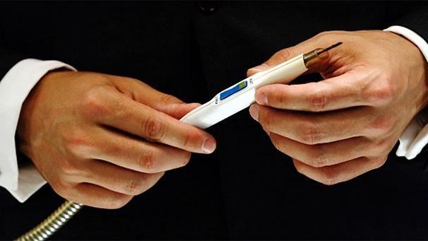 Actualidad: El iKnife detecta el tejido canceroso Nota completa en http://www.hoy.com.ec/noticias-ecuador/el-iknife-detecta-el-tejido-canceroso-590690.html