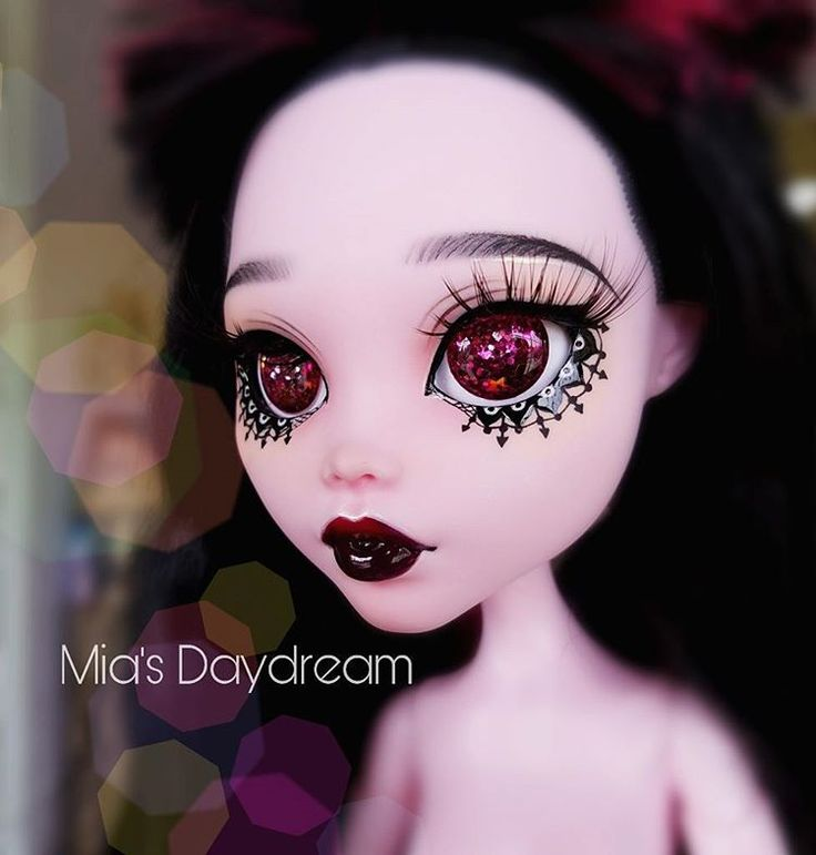 "1,188 Likes, 13 Comments - Mia's Daydream(Sabina Pelshe) (@miasdaydream) on Instagram: ""Comissions #doll #monsterhighdoll #monsterhigh #monsterhighrepaint #ooak #ooakdolls #Miasdaydream…"""