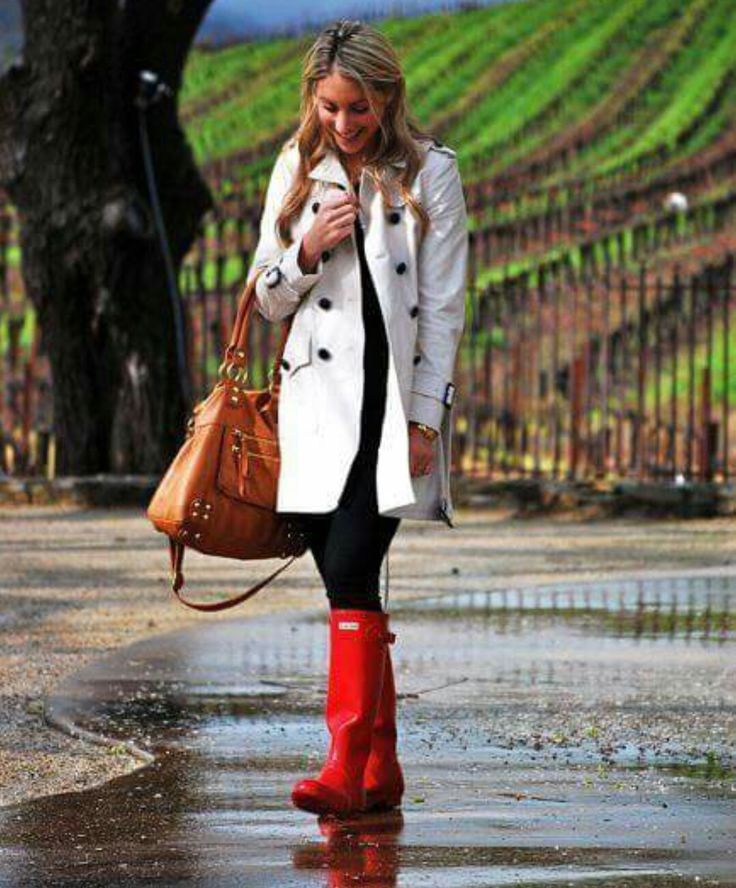 Look com trench coat e galochas, perfeito pra chuva!