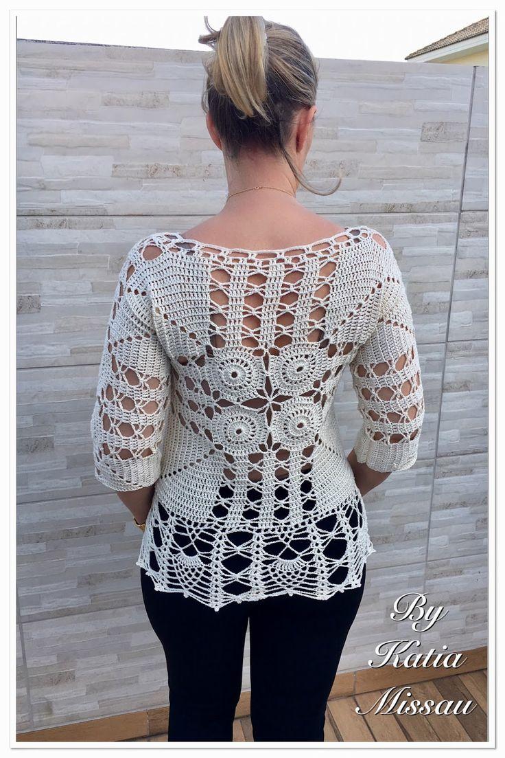 Olá amigas!   Hoje trago o último trabalho de 2016.   Uma nova criação!!   A blusa Paixão é rica em detalhes, possui motivos centrais ...