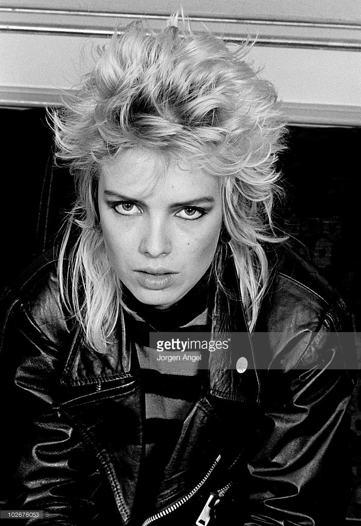 kim-wilde-poses-for-a-portrait-in-september-1982-in-copenhagen-picture-id102676053 (702×1024)