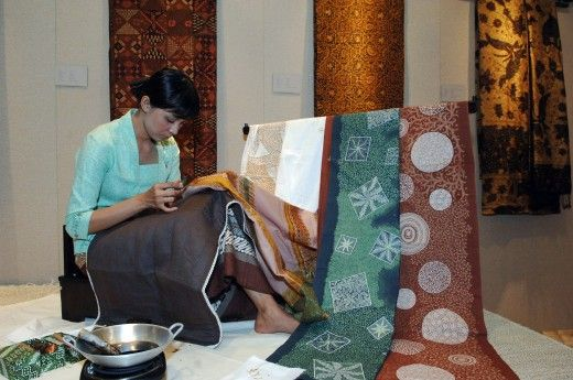 How to Batik for Beginners.  Lots of info and gorgeous examples