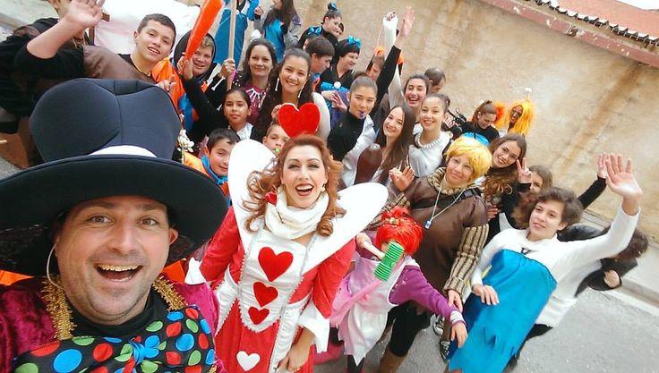 Καρναβάλι στη Σύρου και η παρέα του Fred Flintstone μαζί μας!! Με τη Βίλμα τη Μπέτυ τον Μπαρνυ αλλά και τη σταλίτσα!!!!  (φωτό Γιώργος Ρούσσος)