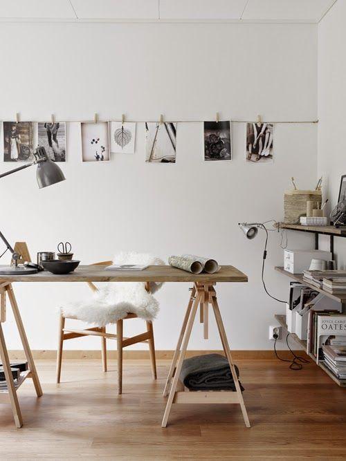 Délicatesse des couleurs claires et du bois, sobriété et style, inspirations noires et blanches, et peau de bête cosy donnent la touche scandinave.