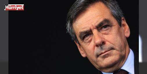 Fransız sağında Fillon depremi : Fransada merkez sağın cumhurbaşkanı adayını belirlemek için parti içinde yapılan ön seçimlerin ilk turunda eski Cumhurbaşkanı Sarkozy beklemedik bir şekilde devre dışı kaldı. Sürpriz yaparak en çok oyu alan eski Başbakan Fillon ikinci turda eski Başbakan Alain Juppeye karşı yarışacak. İki aday da Türkiyenin AB üyeliğine karşı.  http://www.haberdex.com/dunya/Fransiz-saginda-Fillon-depremi/91923?kaynak=feeds #Dünya   #eski #karşı #Fillon #Başbakan #alan