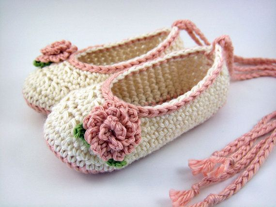 Pink and Cream Baby MaryJanes with Flowers, crochet baby shoes