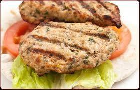 Burger môžeme pripraviť z kuracieho, hovädzieho alebo morčacieho mäsa.
