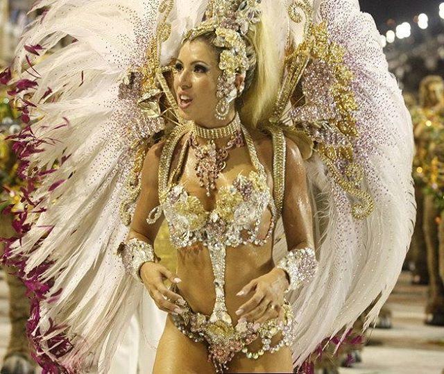 """💚🌟Mocidade 2011🌟💚 """"O que eu plantei, o mundo colheu Um milagre aconteceu A vida celebrou um ideal E a fartura se transforma em festival"""" @mocidadeoficial  #CarnavalCarioca #Mocidade #Mocidade2011 #Carnaval2011 #MocidadeIndependentedePadreMiguel #RainhadeBateria #AndreaAndrade #Samba #Sapucaí #Sambodromo #MarquesSapucai #RiodeJaneiro #Rio #RJ #ErreJota #CidadeMaravilhosa #VemLogo #Carnaval2017 #14Dias #Mocidade2017 #Marrocos"""