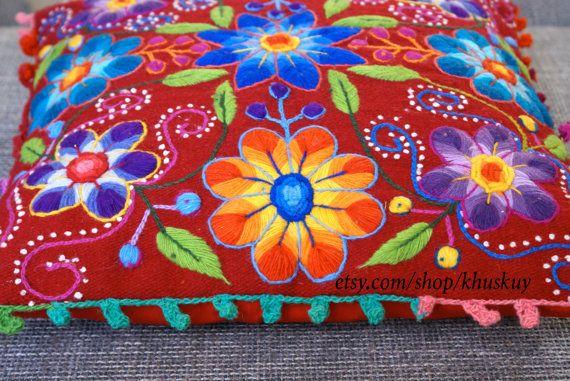 Funda de almohada a flor Boho rojo peruano bordado en lana de