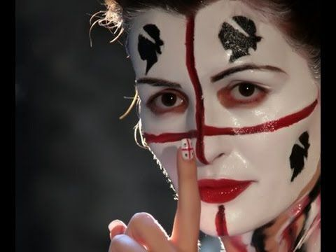 Costumi femminili sardi - traditional sardinian folk costumes Con Andrea Parodi e Elena Ledda: Astrolicamus Testo: Dansa in su 'entu 'e tramuntana dansa umpa...