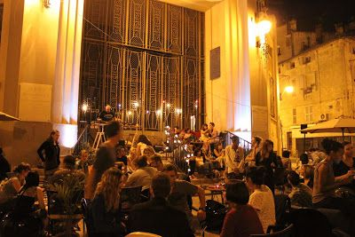 L'arbre à Bulles Bar à cocktails et salon de thé Face aux halles municipales de Toulon