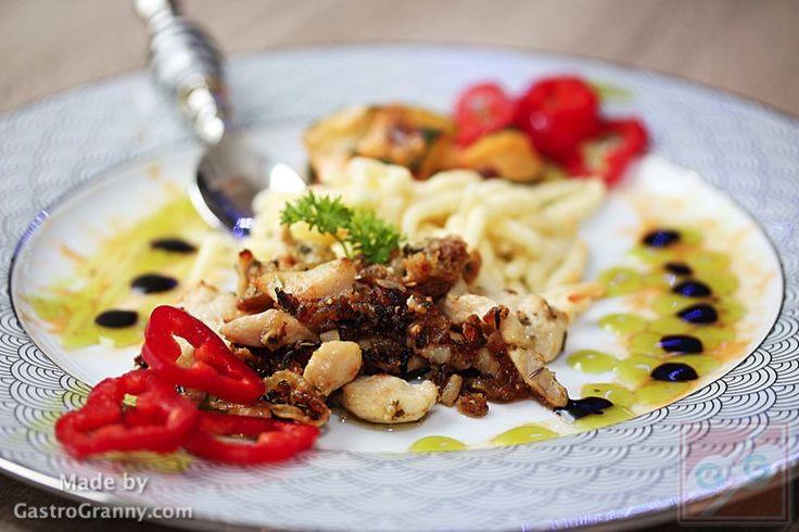 Cukkinis trofiette csirkemell csíkokkal, fehérborecet-gyöngyökkel – GastroGranny receptjei videóval