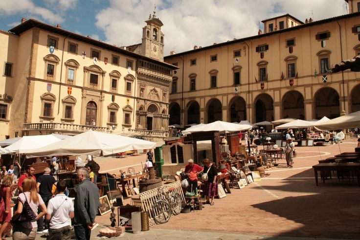 Probably the biggest and most famous antiques market in #Italy  is held in #Arezzo , #Tuscany , on the first weekend of the month. There are usually over 500 stalls spread over the Piazza Grande and the surrounding streets. You can buy everything there, from a pair of palazzo doors to a lace handkerchief!