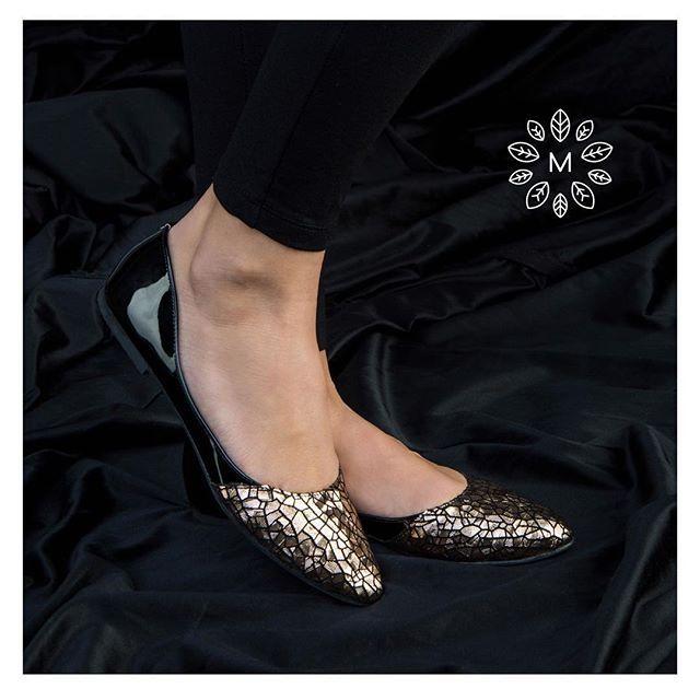 Shine at Xmas with Stella..  .  Order now from our webshop. Link in bio. .  .  Photo: @bodogansandor   #mandragora_design #handmadeshoes #designershoes #shoelover #shoesoftheday #shoeporn #shoeholic #shoedesigner #fashionblogger #styleblog #shoefashion #fashionist #goldlover #exclusivedesign #uniquegift