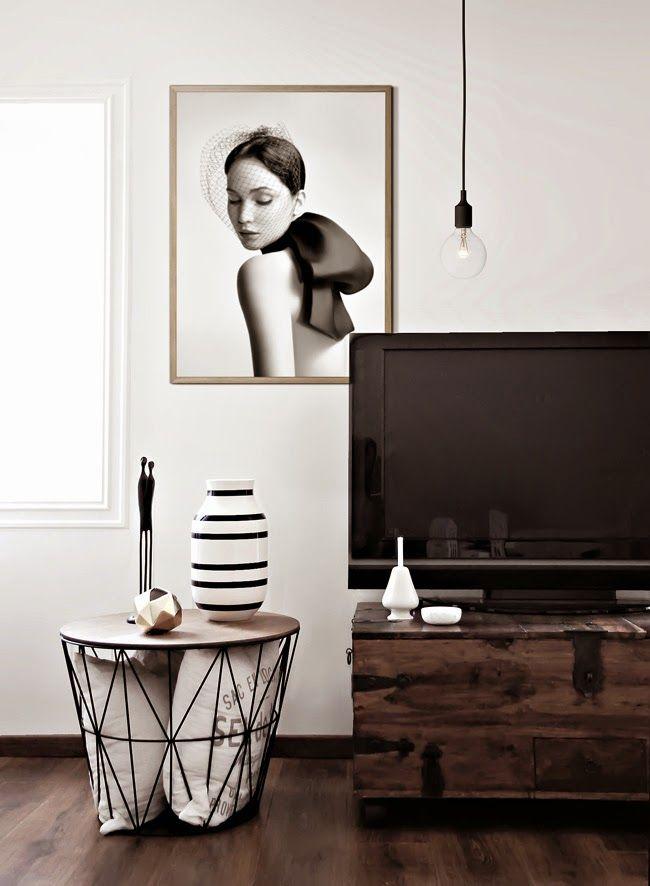 La increíble sala de Katerina Dima, rincón de tv | Little*Haus Katerina Dima's gorgeous living room: TV corner.