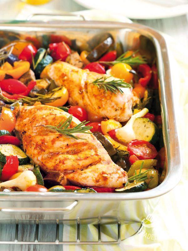 Provate il Petto di pollo con stufato di verdure anche in una versione speziata, aggiungendo un cucchiaino di curry: sono ambedue buonissime!