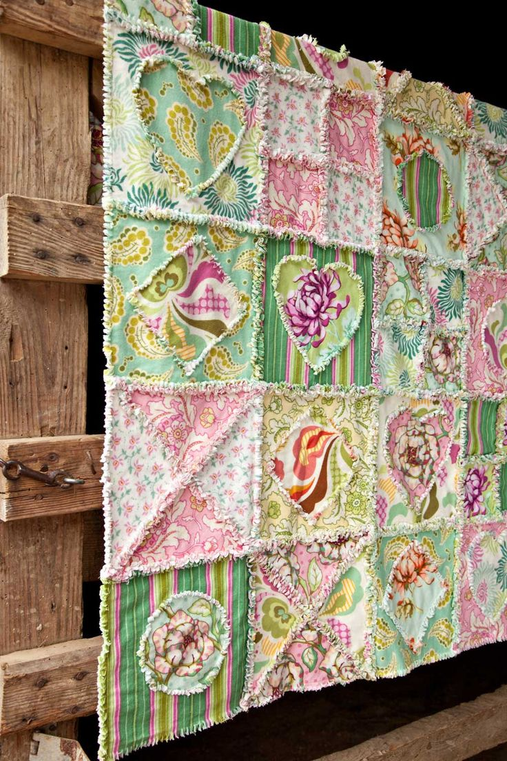 Fun rag quilt and many free quilt patterns from this site.