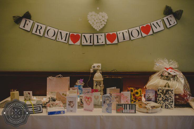 A gift table idea for a wedding. http://johannahietanen.com