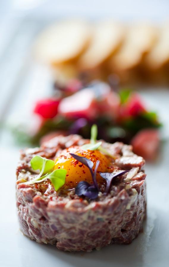 17 best ideas about steak tartare on pinterest tartare recipe salmon tartare and wellington steak - Tartare de boeuf cyril lignac ...