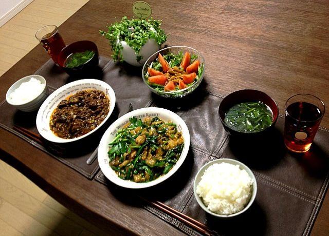 麻婆茄子、私には丁度良い辛さだったけど旦那ちゃんはチョット辛かったみたい 今度から後で自分の分だけ辛くするようにしようっと - 36件のもぐもぐ - 牡蠣と白菜のオイスターソース炒め、麻婆茄子、ほうれん草の中華スープ、キノコと水菜のサラダ、ご飯 by pentarou