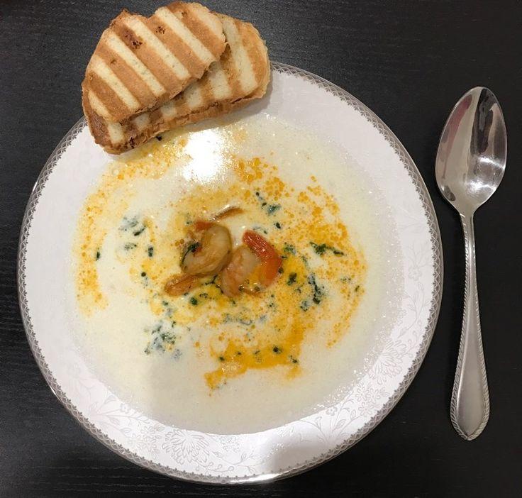 Крем-суп с кинзой и креветками
