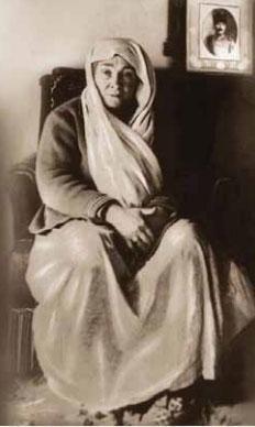 1881-1915 yılları arası Atatürk albümü. Annesi Zübeyde Hanım- Mrs ZÜBEYDE Dear Mother of M.K.ATATÜRK