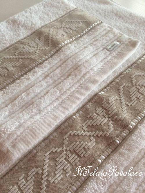 Punto perugino su bordo in lino, per la coppia di asciugamani di Alda