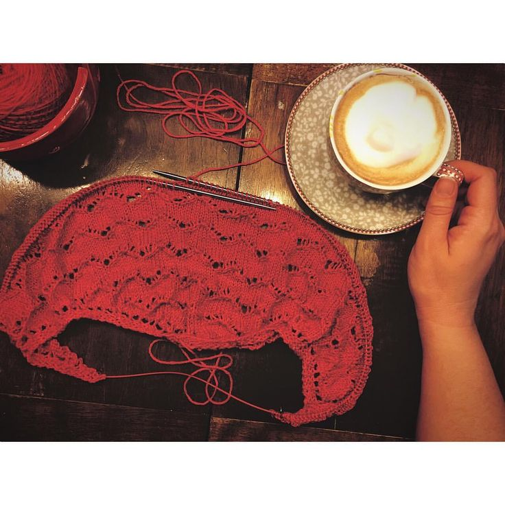 Good morning! Today is a I-need-a-coffee-in-the-morning day... we had a photoshoot scheduled for today, but it's cold, rainy and grey outside. Even the best of background management doesn't cut it today... so there's more time to knit!!! Time to take up the #MindfulShawl again and to restart our #mindfulkal -- how far is yours, @marigoldsloft and @kimbeth66 ? #siidegarte #handdyed #yarn #indiedyer #switzerland #knitting_inspiration #knitting #knitstagram #knittersofinstagram