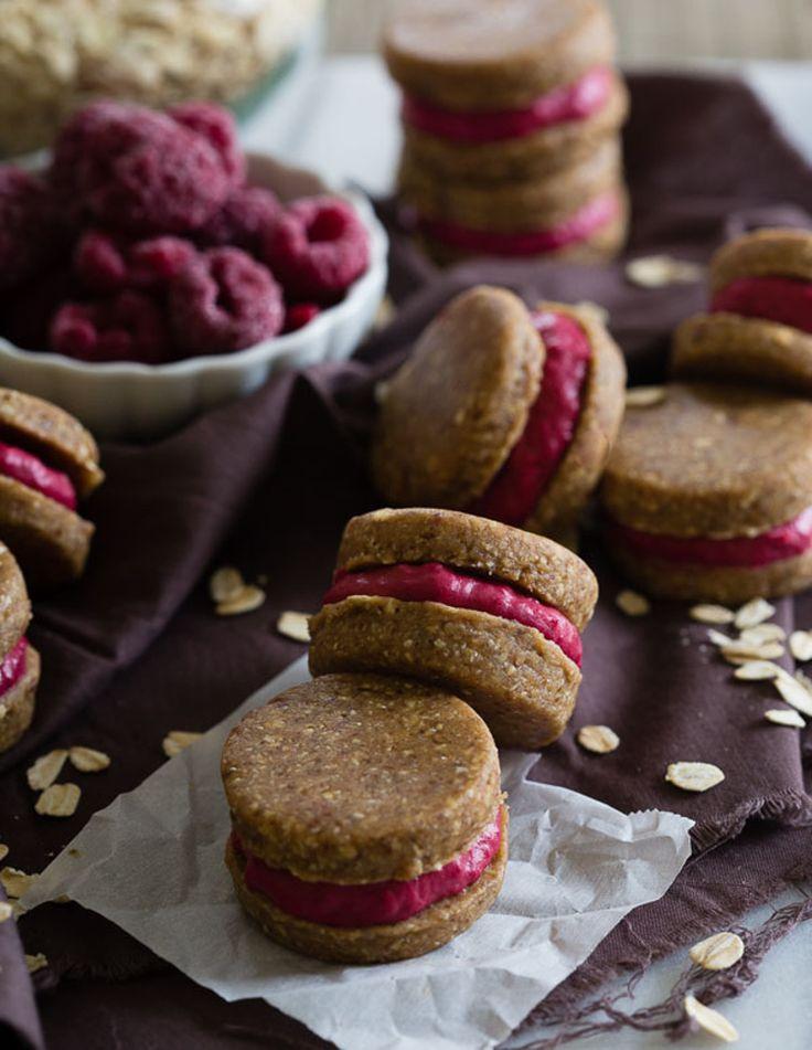 Nepečené ovesné sušenky s malinovým krémem
