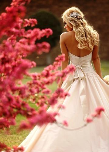 Nettoyeur Écologique Royal 2014 Free Gold Bridal Keepsake Chest http://www.shopperbride.com/photo/828/spring-bridal-portraits-002/