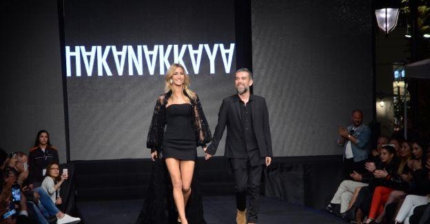 Ünlü modacı Hakan Akkaya koleksiyonunu İzmir'de sergiledi