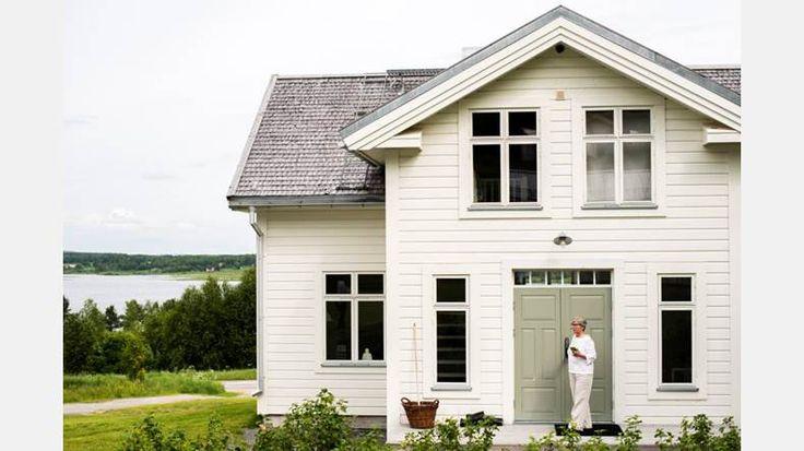 Helrenoverat. Huset Tolonen är från tidigt 30-tal. Efter noggrann ombyggnation är den gula fusktegel-villan dock ett minne blott.   Bild: Thea Holmqvist