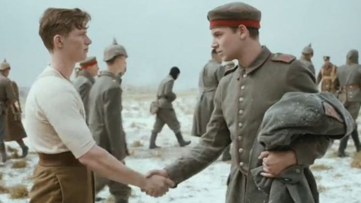 """Es war """"Der kleine Frieden im Großen Krieg"""": An Weihnachten 1914 verbrüderten sich deutsche und britische Soldaten für eine kurze Zeit, um dem Wahnsinn des Ersten Weltkrieges zu entfliehen. Die britische Supmerarktkette Sainsbury's macht das nun zum Werbethema."""
