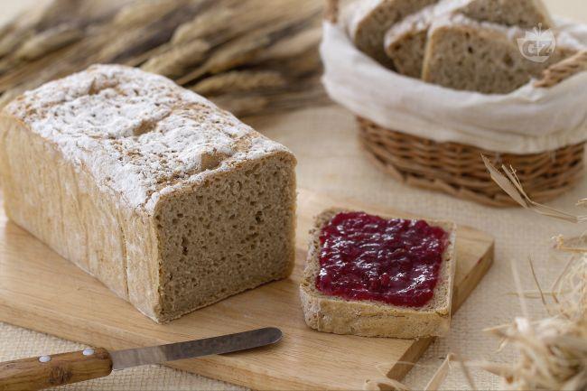 Il pane di segale è un pane morbido e di colore scuro,conosciuto anche come pane nero e realizzato con la farina di segale mescolata alla manitoba.