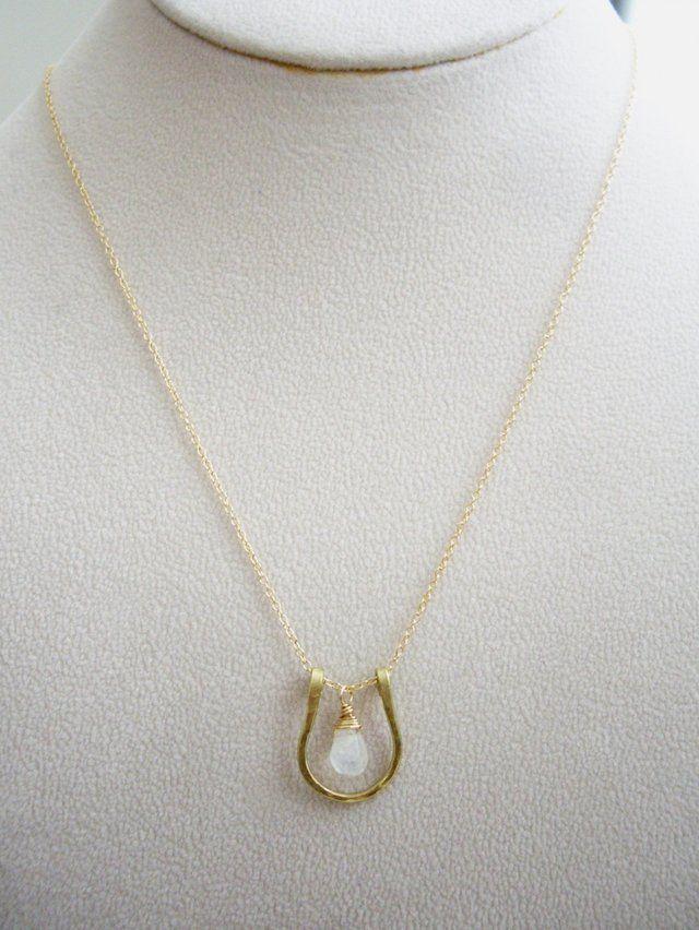幸せを呼び込む馬蹄ネックレス ブルームーンストーン ゴールドフィルドチェーンの画像3枚目