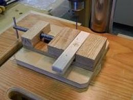 Drill Press Vise - Homemade drill press vise constructed from oak. Inspired by a John Heisz design.
