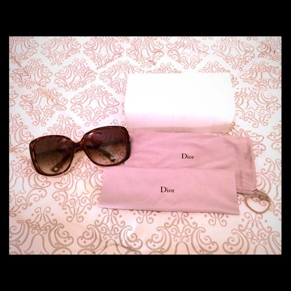 Christian Dior sunglasses Dior sunglasses in great condition. I check and didn't see any scratches on the lenses. Come with original case, dust bag, cleaning cloth. Dior Accessories Sunglasses