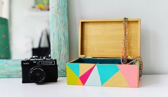 Vous êtes à la recherche d'un cadeau à faire soi-même? Voilà nos 70 suggestions géniales de cadeau que vous pouvez fabriquer de vos propres mains.