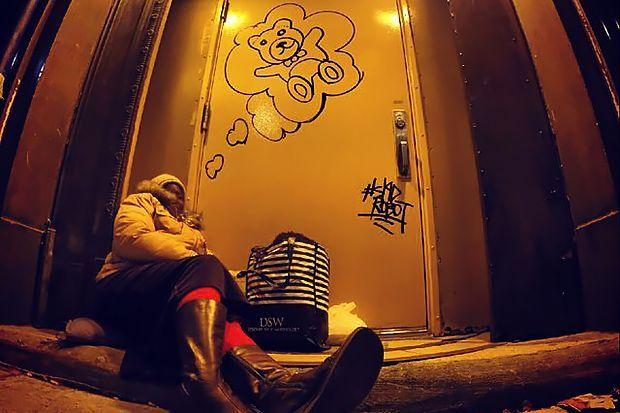 Street art by Skid Robot http://restreet.altervista.org/skid-robot-dipinge-i-sogni-dei-senza-tetto/
