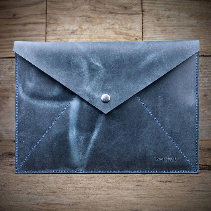 werktat Umschlag aus Leder, blau Stückwerk L WT1015, Etui, Clutch #Leder #Clutch #Hülle #Tasche #Umschlag #Druckknopf #Mappe #Dokumentenmappe #Mäppchen #Täschchen #Briefumschlag #brief #Naturleder #vintage #gewachst #Dokumente #Netzteil #Aktenmappe #Schutzhülle #Etui #Kuvert #blau #blue