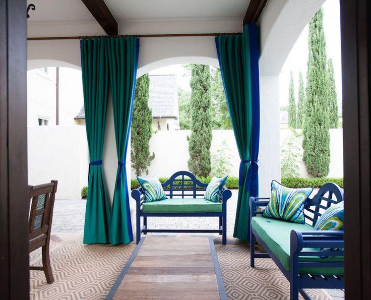 Современные шторы в интерьере спальни, кухни гостиной на фото