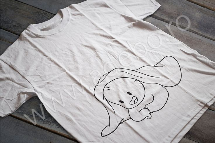 Tricou personalizat pentru gravidute cu desenul unui bebelus zambitor acoperit de o paturica – daca sunteti in cautare de cadouri pentru femei gravide, cadouri pentru viitoare mamici atunci trebuie sa alegeti un tricou personalizat