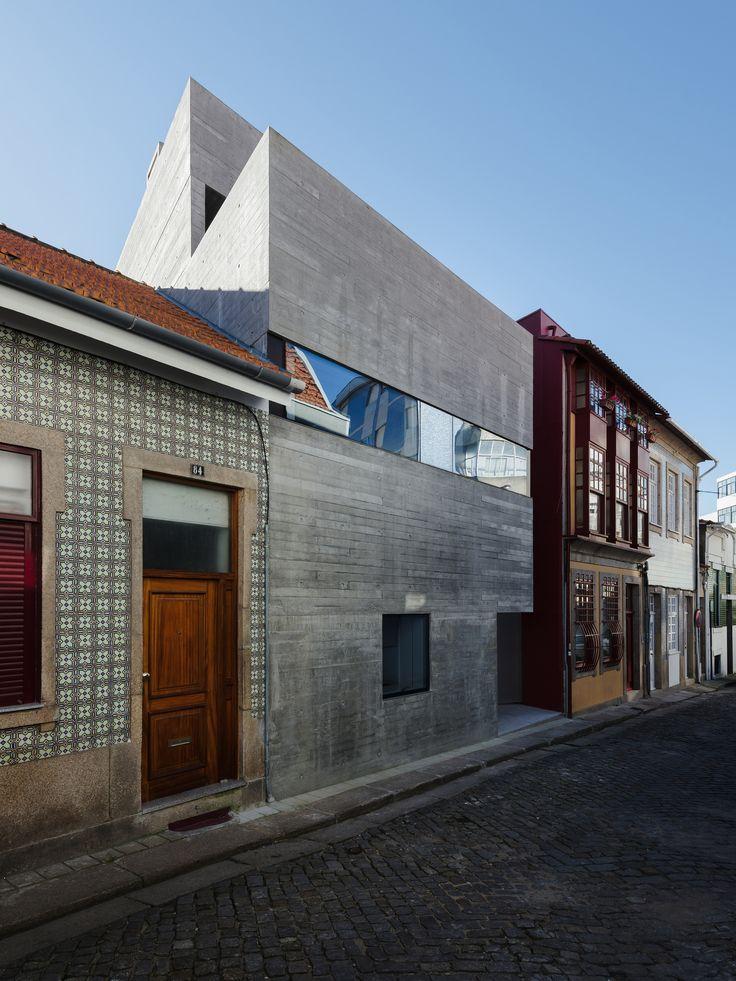 Casa na Rua de Marracuene  / Base Arquitetura
