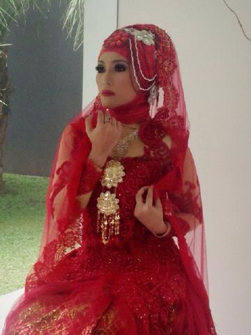 Regina VHT wedding hijab&make up by @rosha_berlian #hijabwedding #hijabfashion#modelindonesian #indonesian#makeupartist