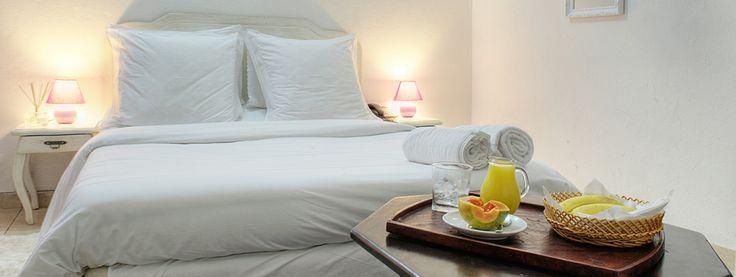 Chambre Violette 40.000cfa-61euros #HotelRoom #ResidenceYeli #CoteDIvoire #IvoryCoast Cocody Attoban Rue Principale -Lot 1520- Ilot 20 - Abidjan - Côte D'ivoire Mobile: +225 08386216 Téléphone: + 225 22433249 | www.residenceyeli.net
